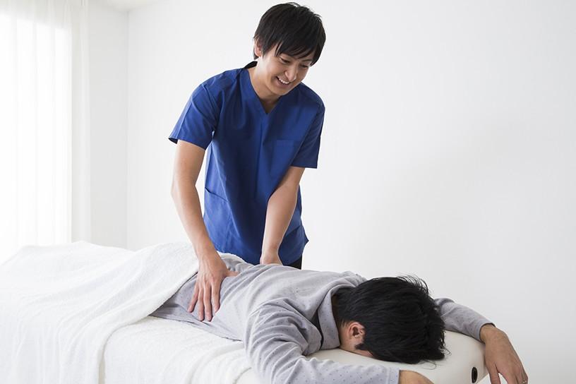 慢性的な肩こりや筋肉の疲労回復などは「自由診療」によって受けることは可能