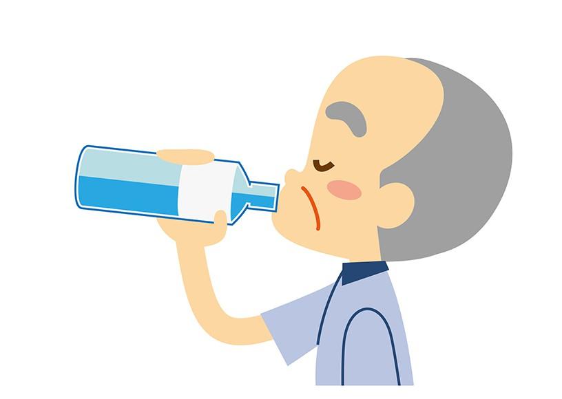 常に飲み物が置いてあるのはなぜ?~高齢者に水分摂取が欠かせない理由~