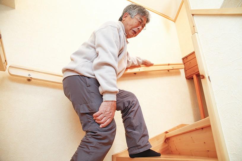 「膝が痛い、これからも自分ひとりで歩けるのだろうか」